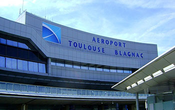 Suministro de un vehículo con conductor en el aeropuerto de Toulouse Blagnac